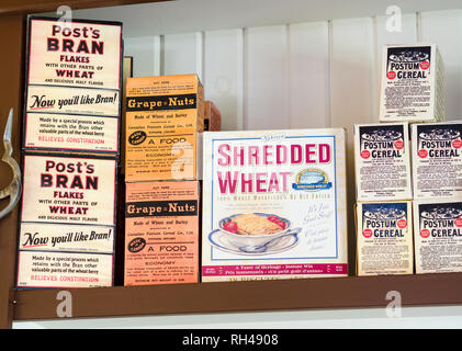 Cereal Shelf from the 1920s: Cereals from the early part of the 20th century displayed on a shelf: Post Bran Flakes, Grape Nuts, Shredded Wheat, and Potum Cereal drink. - Stock Image