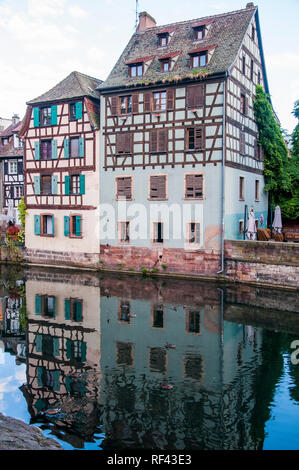 Canalside houses in the Petite France quarter of Strasbourg, Alsace, France - Stock Image