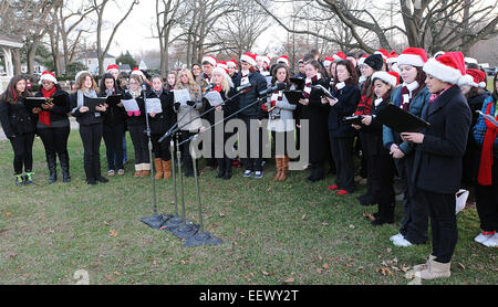 North Haven, CT USA-- The North Haven High School Concert Choir sings carols on the North Haven green during the - Stock Image