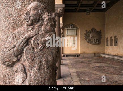 Closeup of sculptural decorative details on exterior column, Courtyard, City Hall, Kungsholmen, Stockholm, Sweden - Stock Image