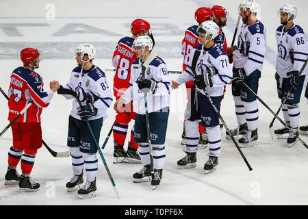Moscow, Russia. 21st Mar, 2019. MOSCOW, RUSSIA - MARCH 21, 2019: HC CSKA Moscow's and HC Dynamo Moscow's players shake hands after Leg 5 of their 2018/19 KHL Western Conference semi-final playoff tie, at CSKA Arena. Mikhail Tereshchenko/TASS Credit: ITAR-TASS News Agency/Alamy Live News - Stock Image