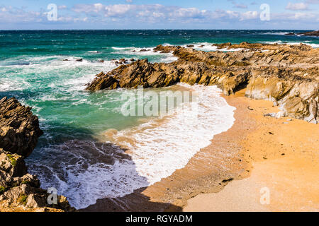 Breaking waves and surf at Fistral Beach, Newquay, Cornwall, UK - Stock Image