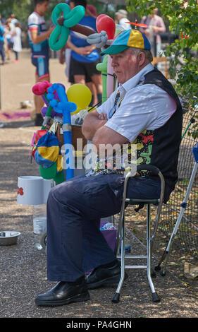 balloon busker london - Stock Image