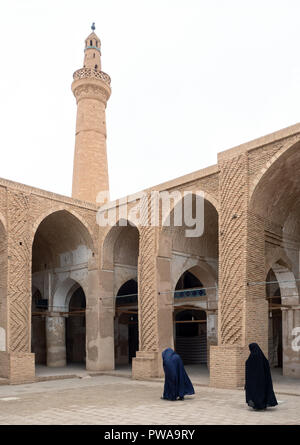 Nain mosque courtyard and minaret, Iran - Stock Image