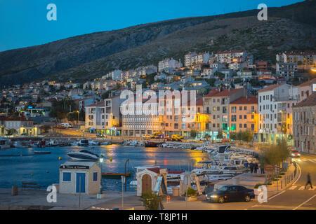 Kroatien, Kvarner Bucht, Senj, Uferpromenade - Stock Image