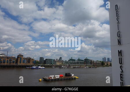 Design Museum, Shad Thames - River Thames and Skyline - Stock Image
