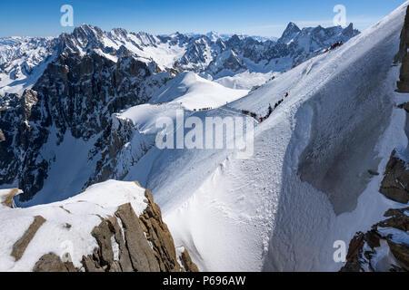 Aiguille du Midi ridge leading to the White Valley in Winter. Chamonix Mont Blanc, Hautes-Savoie, European Alps, France - Stock Image