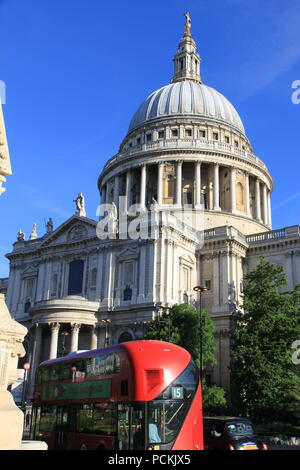 Iconic St Paul's Cathedral on Ludgate Hill, London (designed by the highly acclaimed English architect Sir Christopher Wren) UK, PETER GRANT - Stock Image