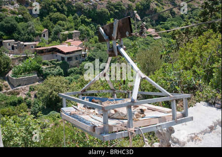 Cable lift platform to transfer good too and from the old village of Mili Crete Greece - Stock Image