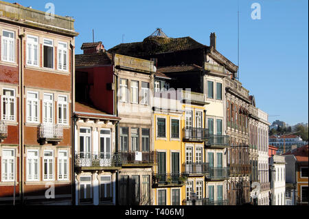 A row of the tops of sunlit terraced building facades with balconies in central Porto, Portugal Europe   KATHY DEWITT - Stock Image