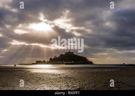Sunburst on beach at St Michael's Mount, Cornwall, UK - Stock Image