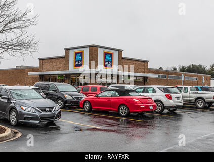 HICKORY, NC, USA-1/3/19: Aldi is a German-owned discount supermarket chain with over 10,000 stores in 20 countries. - Stock Image