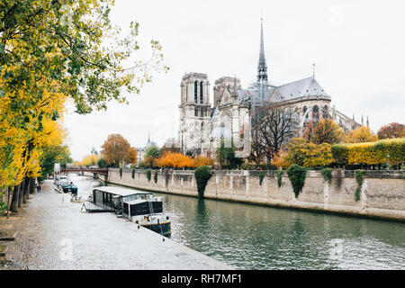 Paris (France) - Walking along the river Seine in a winter day - Stock Image