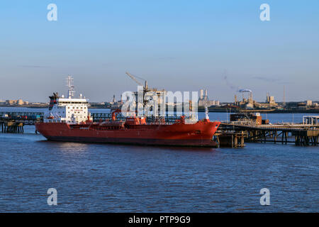 Fuel tanker ship moored near an oil refinery on the Humber Estuary in northeast England. - Stock Image