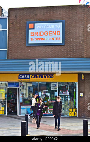 Welcome Sign outside the modern Bridgend Shopping Centre, above the Cash Generator shop. Young People walking past. - Stock Image
