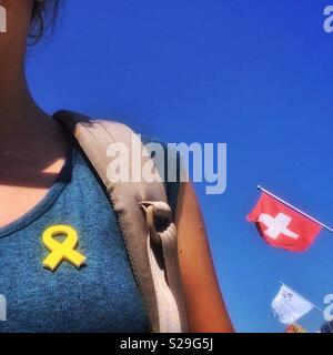Catalan tourist with yellow ribbon symbol in her t-shirt in Geneve, Switzerland. Yellow ribbons are placed as a symbol of solidarity with the jailed pro-independence catalan leaders. - Stock Image