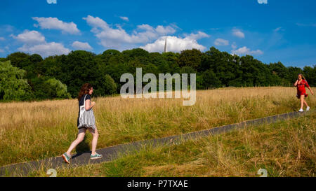 London, England. 7th July 2018. Two young women enjoying a walk on Harrow-on-the Hill in the afternoon sunshine. The present heatwave is set to continue. ©Tim Ring/Alamy Live News - Stock Image