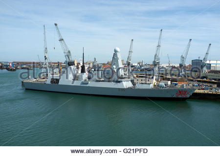 HMS Dragon (a Type 45 air defence destroyer) in HMNB Portsmouth. Portsmouth, Hampshire, UK. - Stock Image