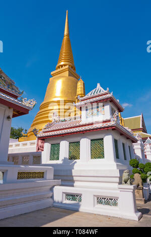 Chedi or Stupa, shrine with relics and ashes of Thai kings, Wat Bowonniwet,  Phra Nakhon district, Bangkok, Thailand - Stock Image