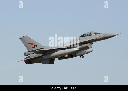 Royal Norwegian Air Force General Dynamics F-16 Fighting Falcon jet fighter plane taking off. 80-3669 669 F-16A Block 20 MLU - Stock Image