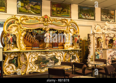 Interior of the Amersham Fair Organ Museum on an open day, Buckinghamshire, UK, with an instrument manufactured by Gavioli - Stock Image