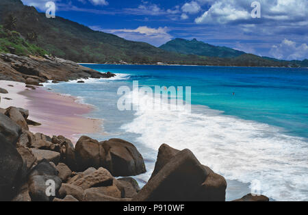 BEACH WITH PALM TREES AND ISLAND VIEW, SEYCHELLES, ISLAND, EAST AFRICA. JUNE 2009. The beautiful islands of the Seychelles in the Indian Ocean offer p - Stock Image