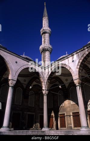 Minaret and courtyard Suleymaniye Camii (Mosque) Turkey - Stock Image