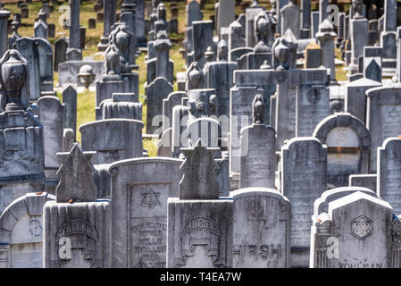 Grave markers in the Jewish Section of Historic Oakland Cemetery in Atlanta, Georgia. (USA) - Stock Image