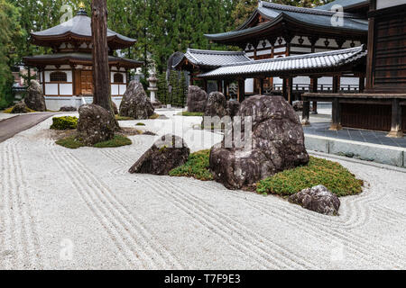 Jiunji Temple Zen Garden - Jiunji Temple is blessed with a variety of growth: pine, cherry blossoms as well as a dry rock garden and moss which highli - Stock Image