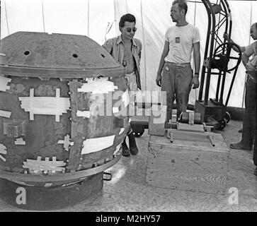 Trinity Test Site, Louis Slotin at Test Tower, 1945 - Stock Image