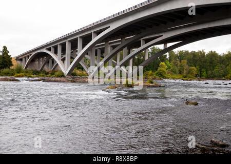 Middle Fork Willamette River Interstate 5 Bridge Eugene Oregon - Stock Image