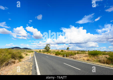 A straight stretch of the Carnarvon Highway in Queensland interior, QLD, Australia - Stock Image