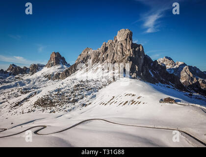 Scenic view of Ra Gusela peak in front of mount Averau and Nuvolau, in Passo Giau, high alpine pass near Cortina d'Ampezzo, Dolomites, Italy - Stock Image