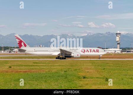 Qatar Airways (Qatar Amiri Flight), Boeing 777-300 (A7-BAJ), readying for take off - Stock Image