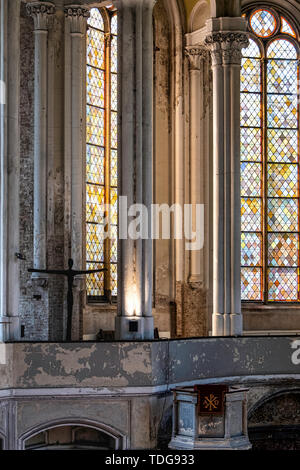 Zionskirche, Zion church interior, stained glass windows,columns & crucifix. Mitte-Berlin, Germany - Stock Image