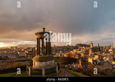 The classic view of Edinburgh from Carlton Hill at day break - Stock Image