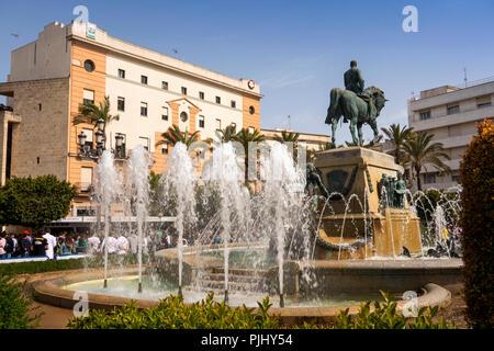 Spain, Jerez de La Frontera, Plaza de Arenal, Civil War Memorial in middle of central fountain - Stock Image