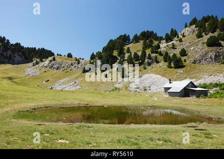 France, Isere, Vercors national natural reserve, the high plateau of Vercors, Chichilianne, Aiguille pass caban - Stock Image