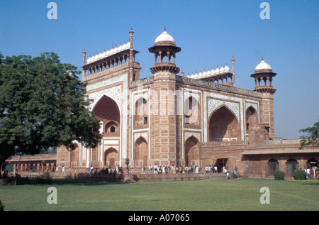 The Great Gateway Entrance to the Taj Mahal, Agra, Rajasthan, India - Stock Image