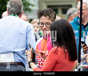 Woman cycle race spectator wearing unusual glasses - Stock Image