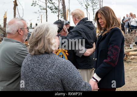 U.S First Lady Melania Trump and President Donald Trump meet with victims of a massive tornado March 8, 2019 in Lee County, Alabama. The region was hit by a tornado on March 3rd killing 23 people. - Stock Image