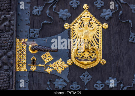 The Romans, City Hall of Frankfurt am Main, Ršmerberg Square, Romans, castle and coat of arms on the wooden entrance door to the historic town hall, - Stock Image
