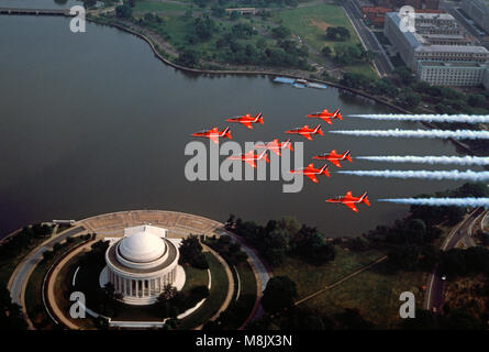 The Red Arrows  ( the Aerobatic display team of the Royal Air Force) overflying the Jefferson Memorial, Washington - Stock Image