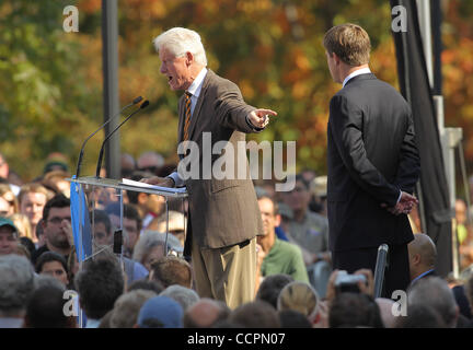 October 11, 2010 - Lexington, Kentucky, USA. - President BILL CLINTON campaigns for U.S. Senate Candidate JACK CONWAY - Stock Image