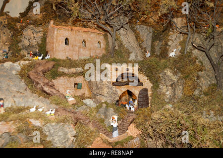 Creche figures and scenes made in Provence, France are made traditionally in hand.  Here a Provencal village scene in la Garde-Freinet (Var) - Stock Image