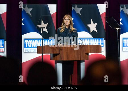 U.S First Lady Melania Trump delivers an address during an Opioid Town Hall at the Westgate Las Vegas Resort and Casino March 5, 2019 in Las Vegas, Nevada. - Stock Image