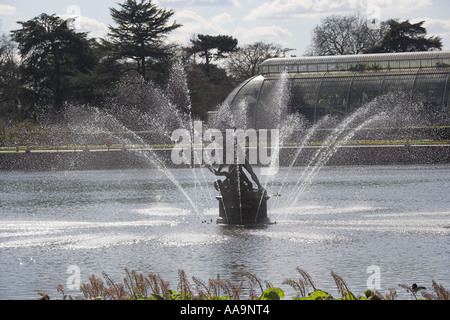The Lake and Fountain in Front of the Palmhouse  Royal Botanical Gardens Kew London - Stock Image