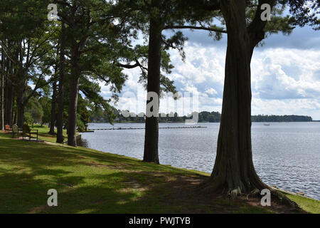 The waterfront along Bath Creek in Bath, North Carolina USA.  Bath is the oldest town in North Carolina and home of Blackbeard the Pirate. - Stock Image