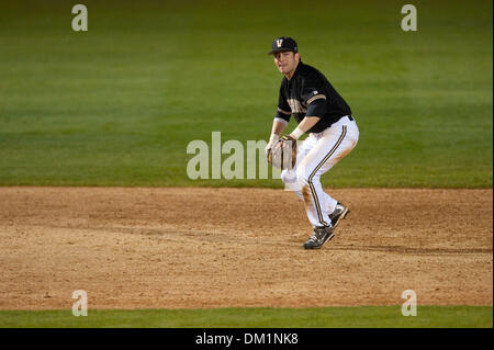 Feb. 26, 2010 - Los Angeles, California, U.S - 26 February 2010: Vanderbilt shortstop Brian Harris (6) fields a - Stock Image