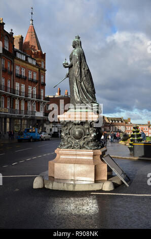 A statue of Queen Victoria outside Windsor Castle in Berkshire, England - Stock Image